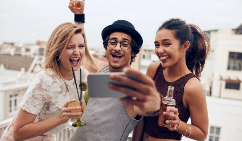 pažnja i fotografiranje mladih ljudi